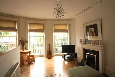 Stylish Balcony Flat Near The Sea - The City of Brighton and Hove