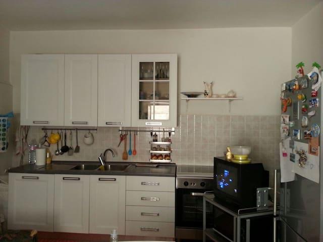 Casa indipendente su tre piani - Serre - Huis