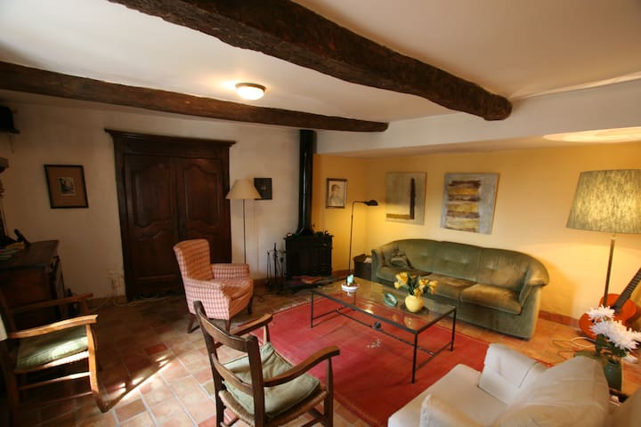Appartment in Village House-Garden - Gigondas - อพาร์ทเมนท์