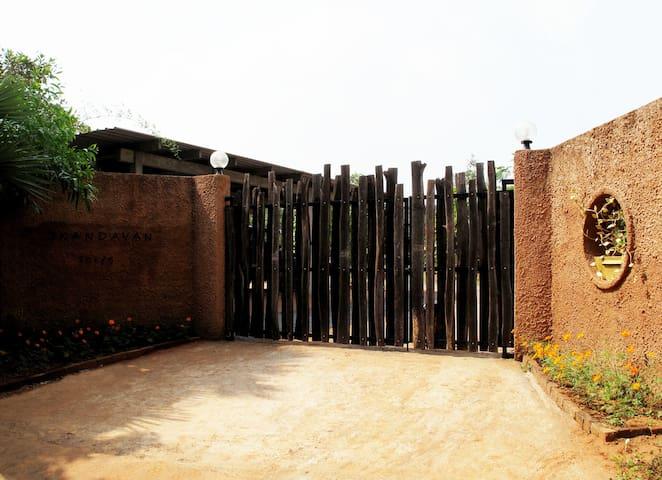 entrance gates to skandavan