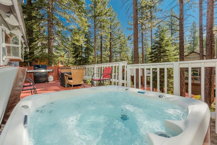 Lone Pine Lodge- 10 min to Casino, Heavenly Resort, private hot tub