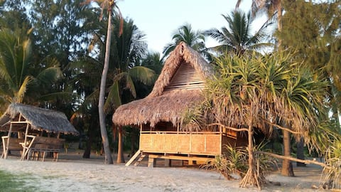Les Coquillages White Sand Beach Family Guesthouse