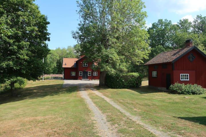Vacker gård utanför Mariefred (renoverad 2017)