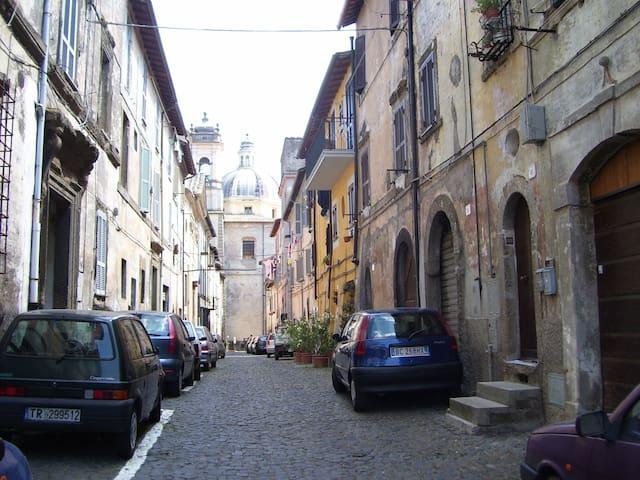 Appartamento in centro storico - Ronciglione - Leilighet