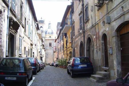 Appartamento in centro storico - Ronciglione - Pis