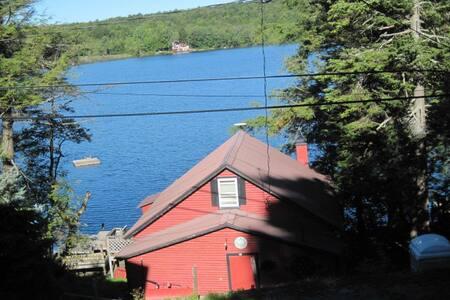 Ava's Lakeside Cottage - Middle Grove(Lake Desolation)