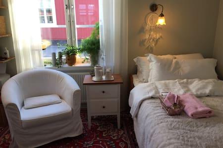Mysigt och Hemtrevligt rum Centralt belägen i Umeå - Umeå - Bed & Breakfast