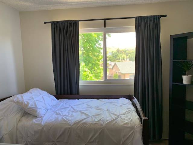 Peaceful spacious room in Vallejo (1 GUEST ONLY)