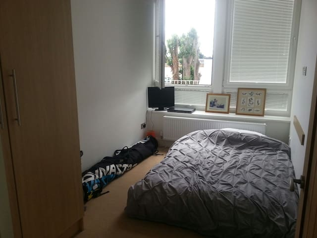 Double room 5 mins from Heathrow.