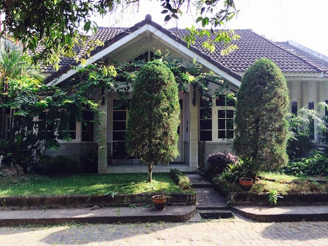 TP46#1 - Bandung - Bed & Breakfast