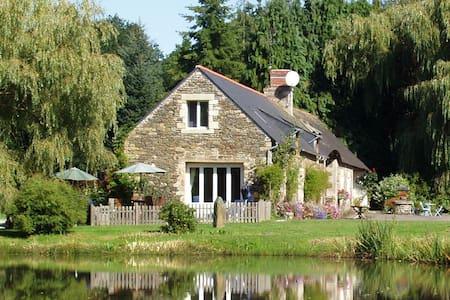 Gîtes de Lenvos,  Pontivy / Lac de Guerledan - Cléguérec - House