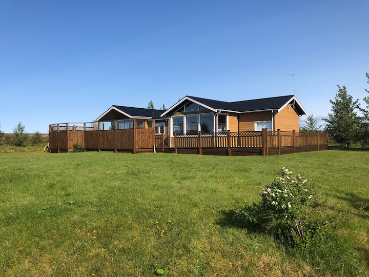 Golden Circle cottage with hot tube