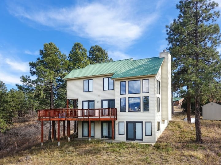 4 bedroom, 2.5 bathroom, home nestled in the mountains with amazing views!