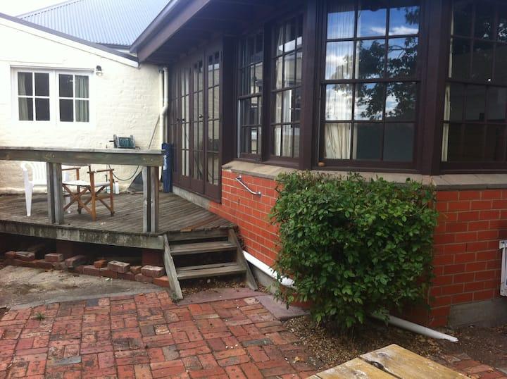 Sunny cottage in central Hobart (1)