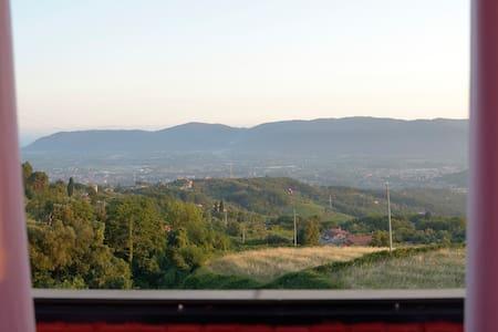 Bilocale in collina con vista mare - Fosdinovo - อพาร์ทเมนท์