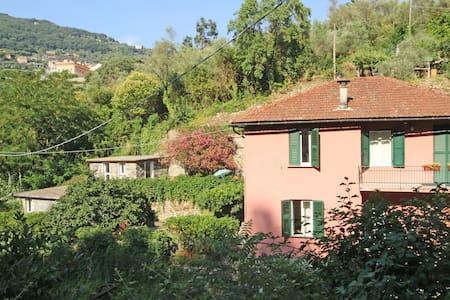La casa è un ex mulino immerso nel verde - Camogli - Hus