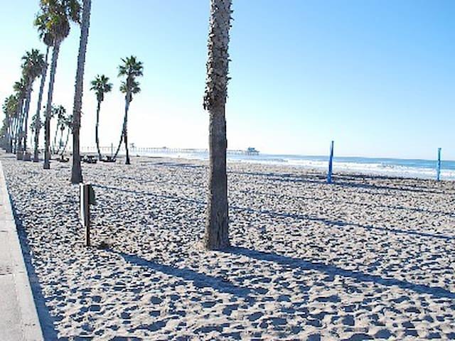 Oceanside Retreat, One Blk to Beach - Оушенсайд - Дом