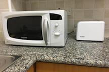The kitchen is equipped with modern appliances.  Кухня оборудована современной бытовой техникой.