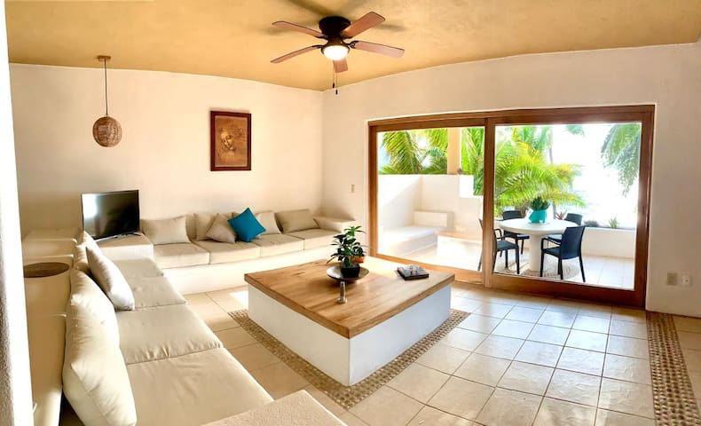 NEW Apt on the beach 9min Ixtapa airport exclusive