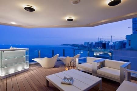 Sensational Seaview Apartment