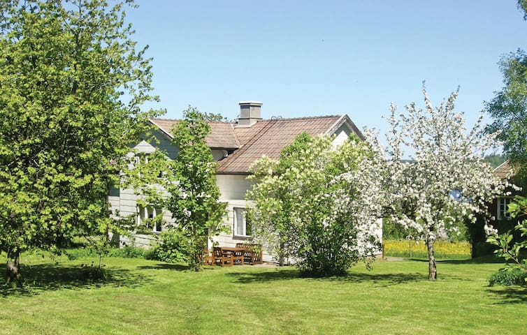 Holiday cottage with 2 bedrooms on 90m² in Rörvik