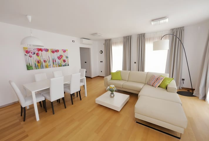 Three-Bedroom Apartment with shared swimming pool - Povile - Apartment