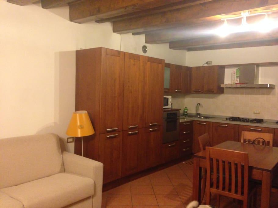 Monolocale via mascari appartamenti in affitto a lecco for Appartamenti in affitto a bressanone e dintorni