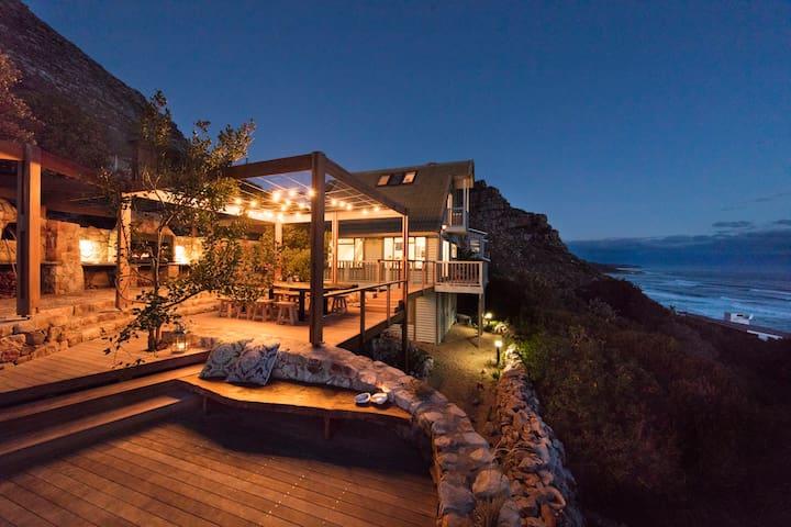 Romantic little hideway with stunning views
