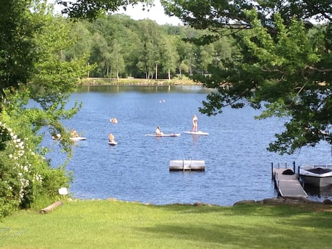 Winni Cottage beach, dock & Kayaks! Fire pit too!
