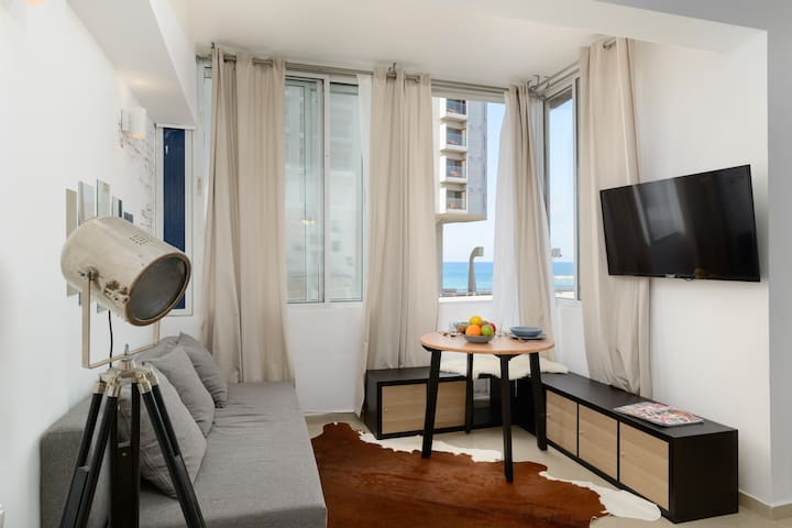 Sea view designed studio in front of Hilton TLV
