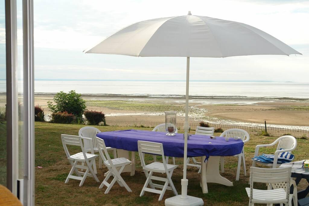 Les déjeuners face à la mer.