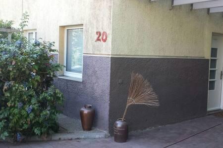 Gemütliche Terrassenwohnung für 3-4 - Linz - House