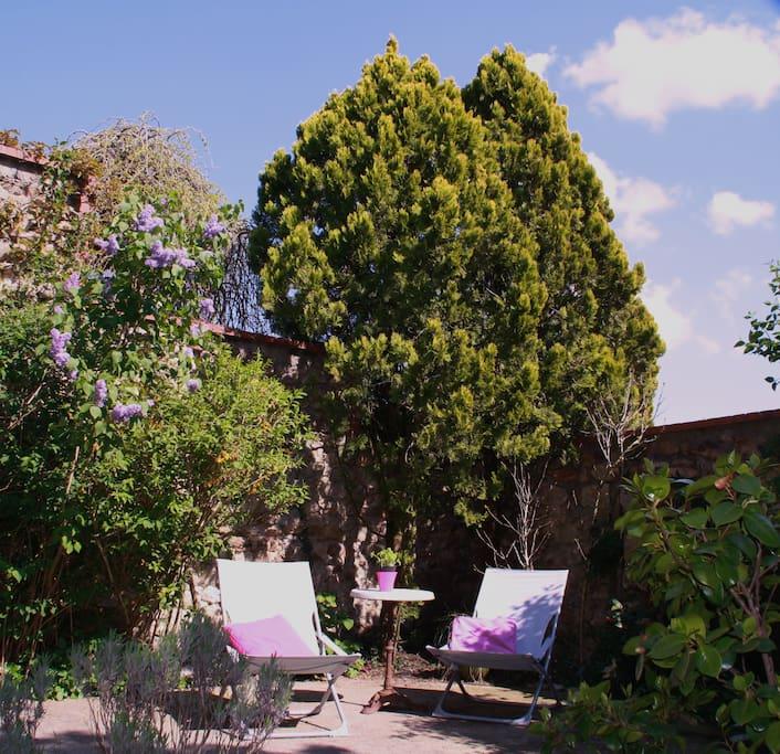Clos Céleste : Se reposer au jardin