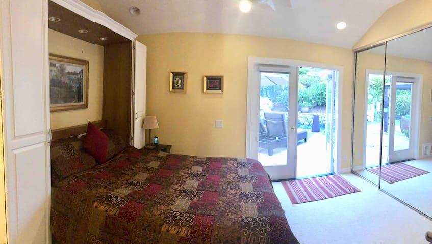 Guest Bedroom En-Suite #1 - Queen Tempurpedic