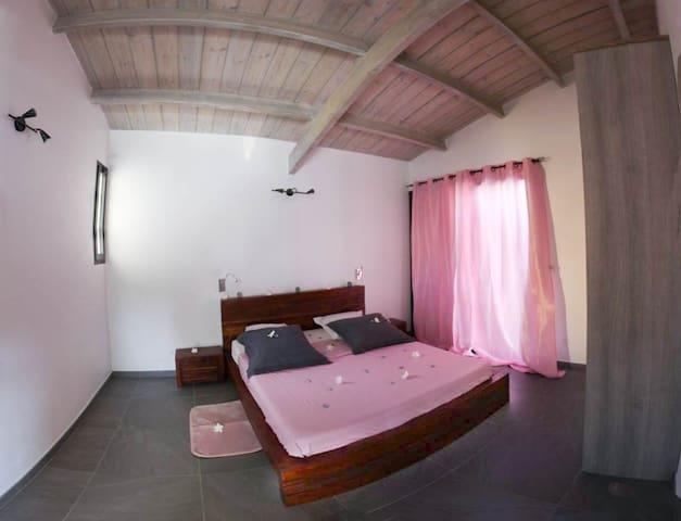 La chambre avec le lit 160*200