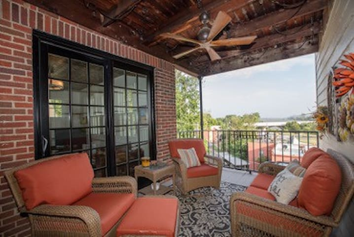 COMFORTABLE, PRIVATE AND NEXT TO RIVER TRAIL - Tulsa - Apto. en complejo residencial
