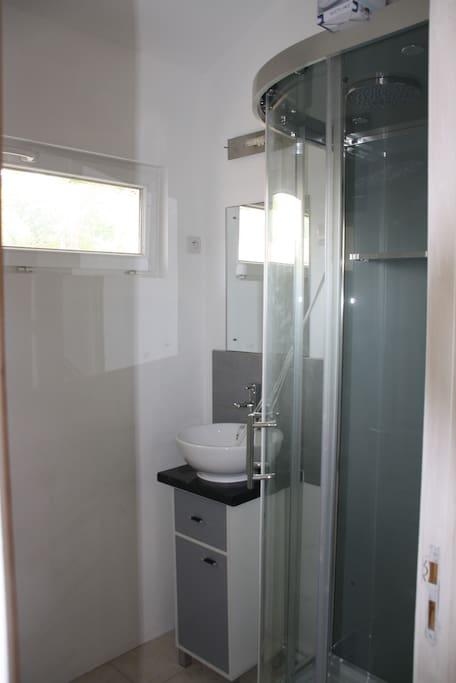 Salle d'eau spacieuse