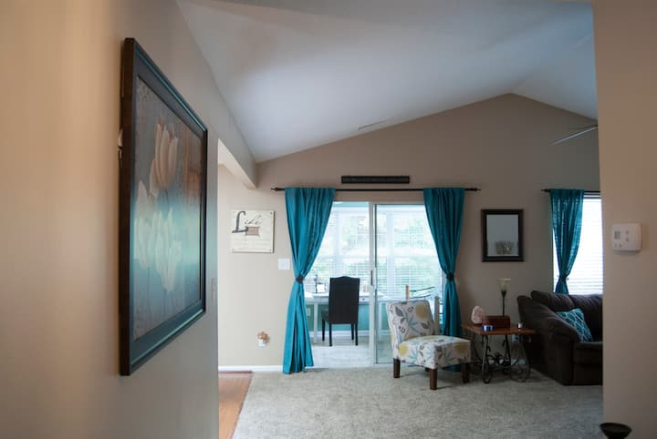 Charming 2 Bedroom near Prime Outlets