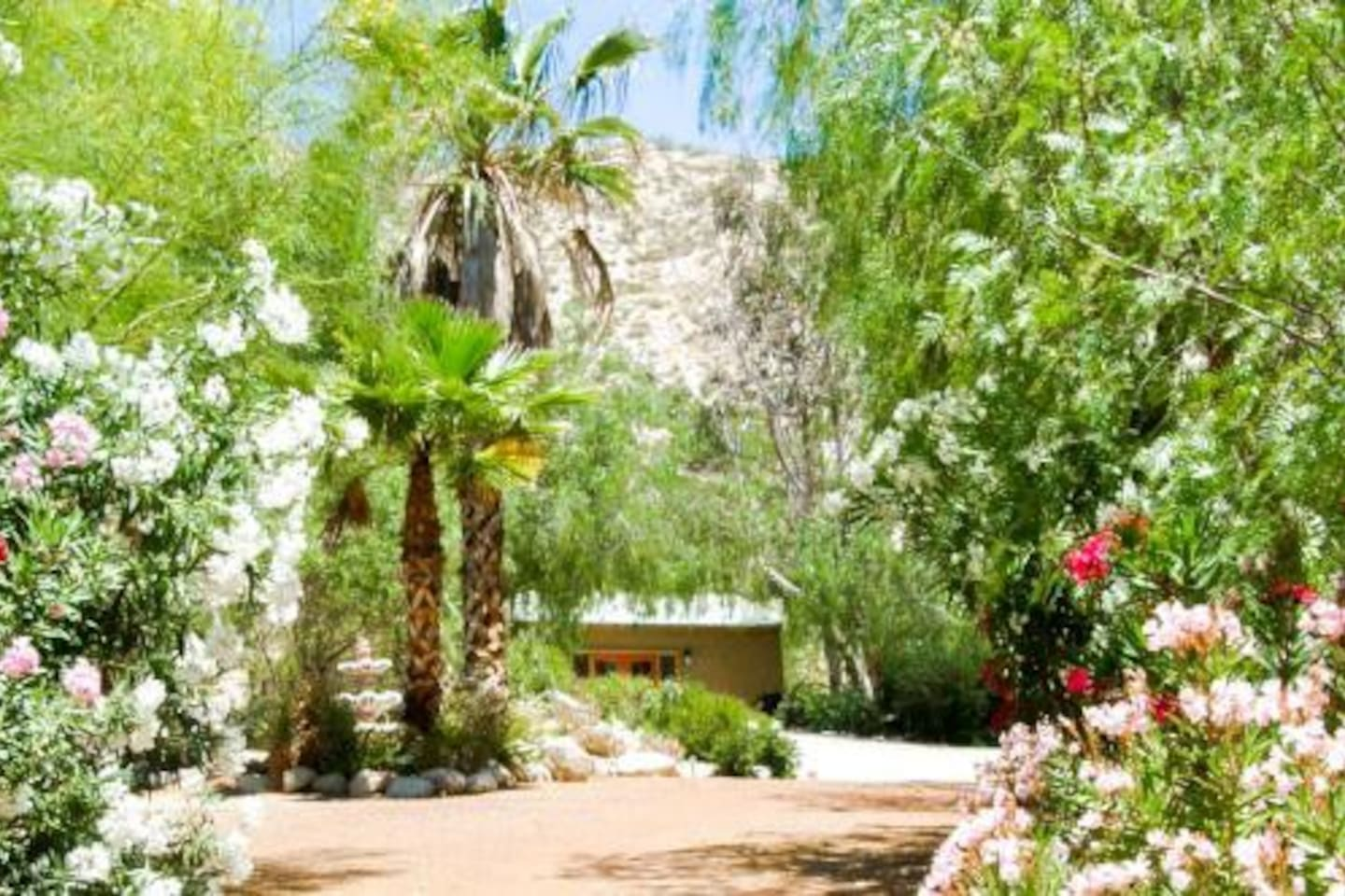 This is the driveway in to the lovely garden oasis. your cottage is straight ahead!                                                                                                                    Secluded outdoor mineral tubs for soaking bliss!