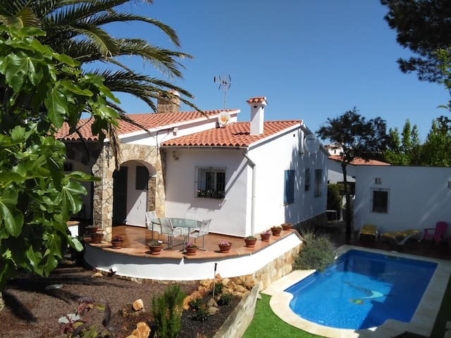 Delightful Villa close to the beach - L'Escala - Hus
