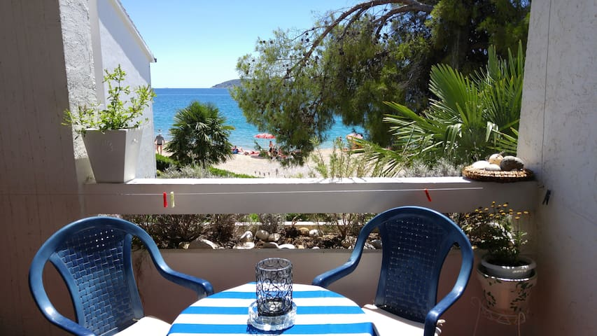 First row beach&sea apt @Solaris - Šibenik - Appartement