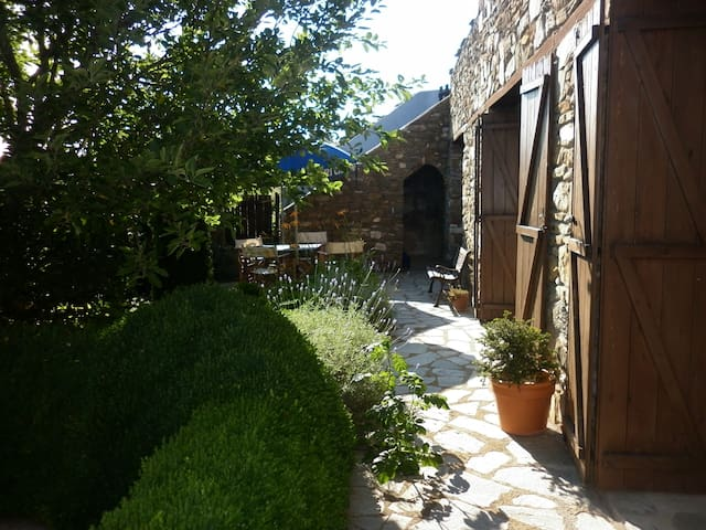Traditional Greek cottage - Paleokastro - House