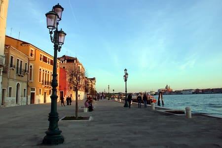 Cozy Apt in Venice_Zattere Area - Venice - Apartment