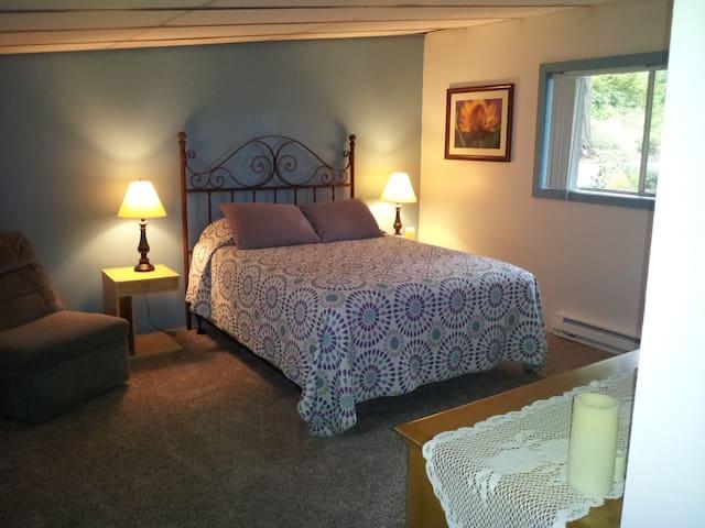 Master bedroom - Queen bed w/pillow top mattress, nightstands, lamps, chair