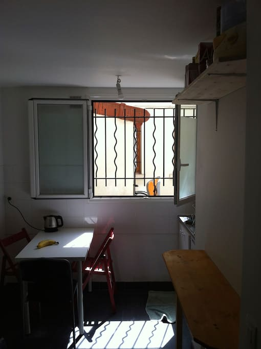 kitchen with large window giving on courtyard, dishtable