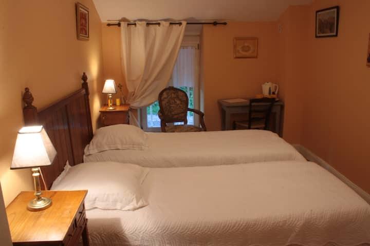 Chambres d'hôtes de charme jaune