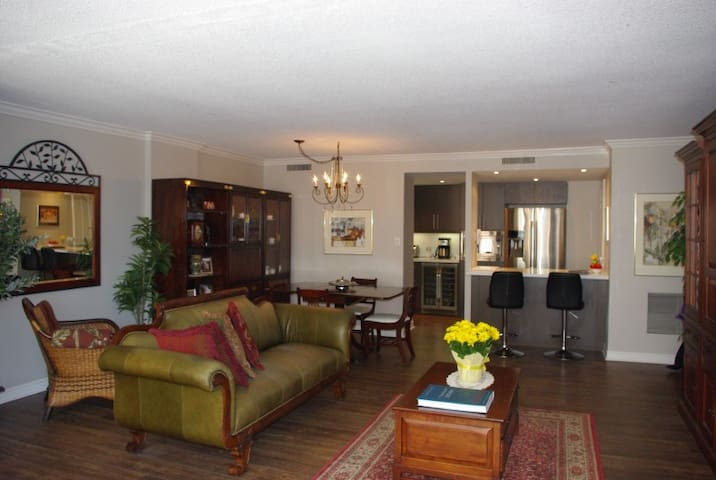DOWNTOWN TORONTO PRIME LOCATION, FULLY FURNISHED!