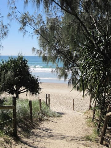 5min easy walk Coolum Beach centre - Pantai Coolum - Townhouse
