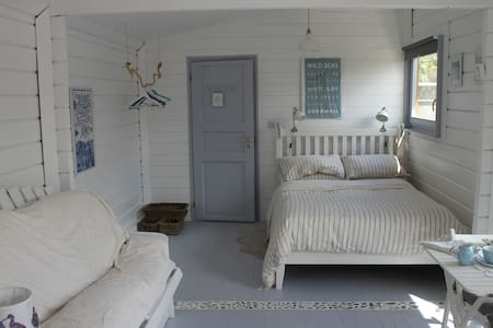 """Seahorse "" seaside beach cottage - Rush"
