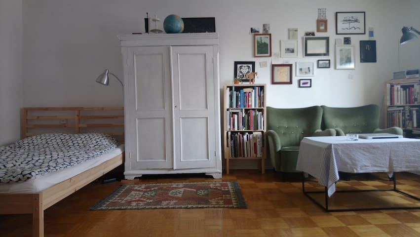 Small flat 10 min walk from center!